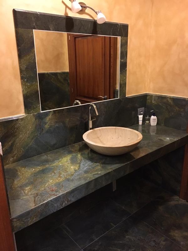 Top bagno verde con ciotola - Giulio Cesare Marmi