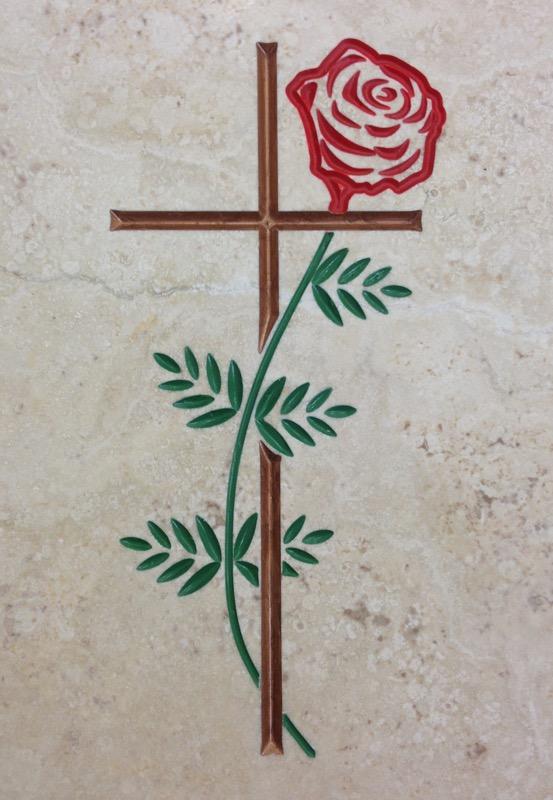 croce con rosa incisa INCISIONI E BASSORILIEVO
